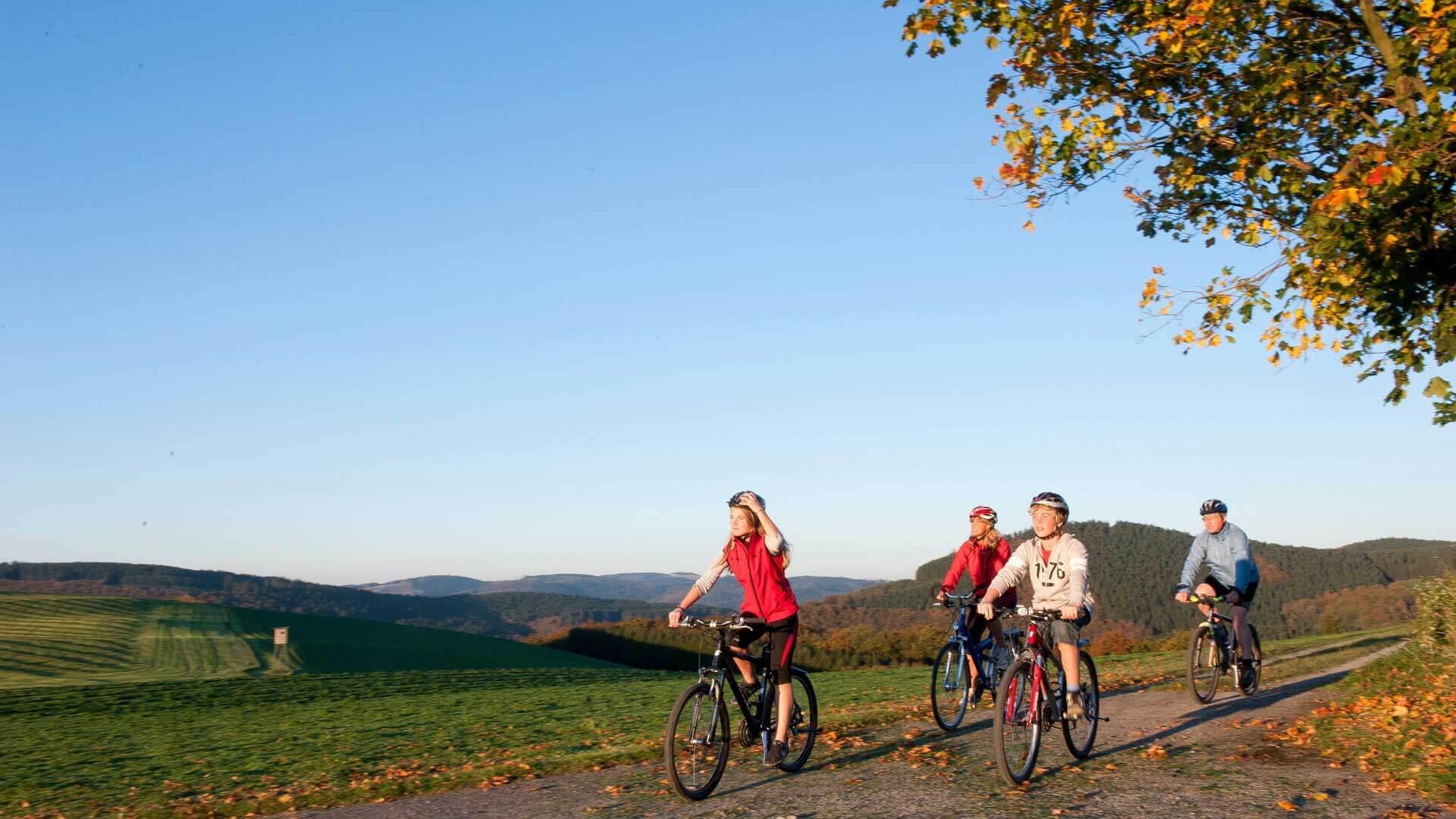 Fahrradfahren im Sauerland Familie im Herbst