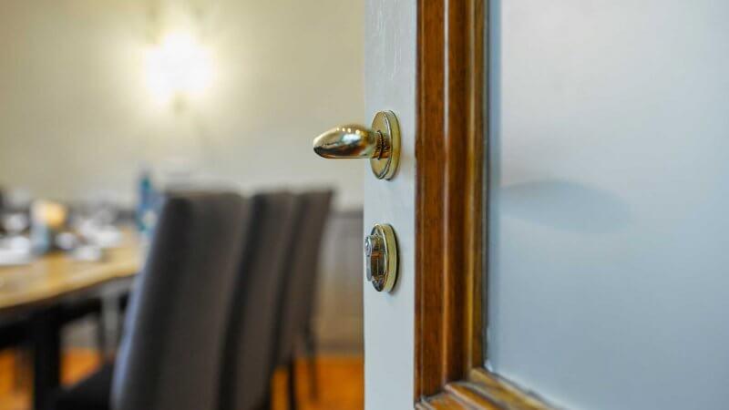 Postzimmer Tür