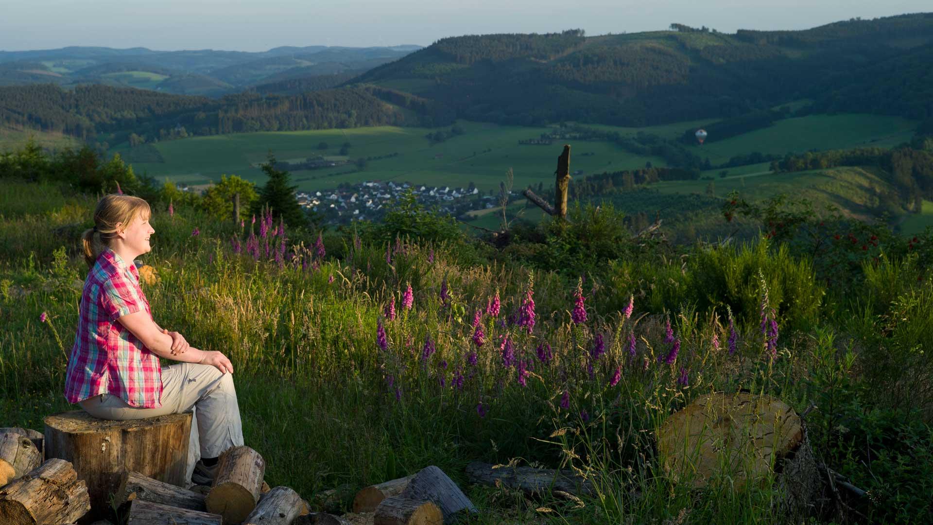 Wandern im Sauerland - Blick vom Oesterberge mit Alexandra